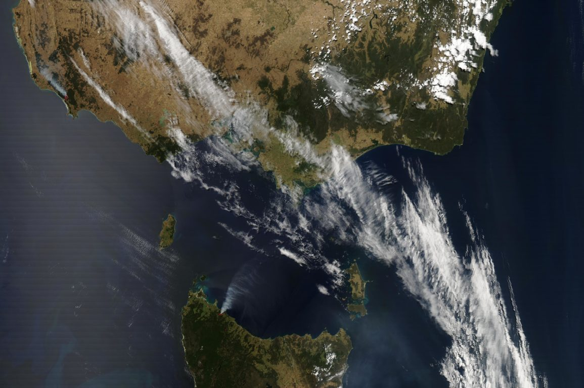 Smoke plumes from fires burning through Tasmania and Victoria over the 2012-13 season. Image: NASA Earth Observing System Data and Information System