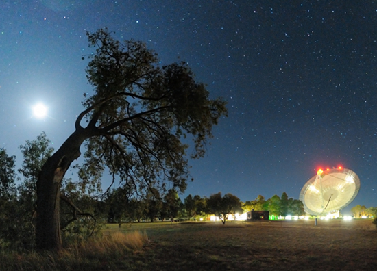 The Parkes telescope at night.