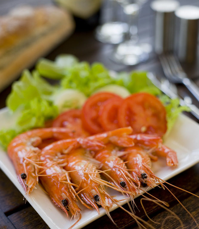 A plate of prawns and salad