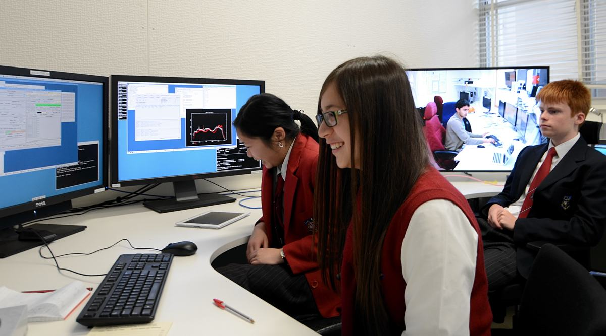 Students observing with the Parkes radio telescope  from the new Science Operations Centre at Marsfield, Sydney for a PULSE@Parkes session, July 2013.