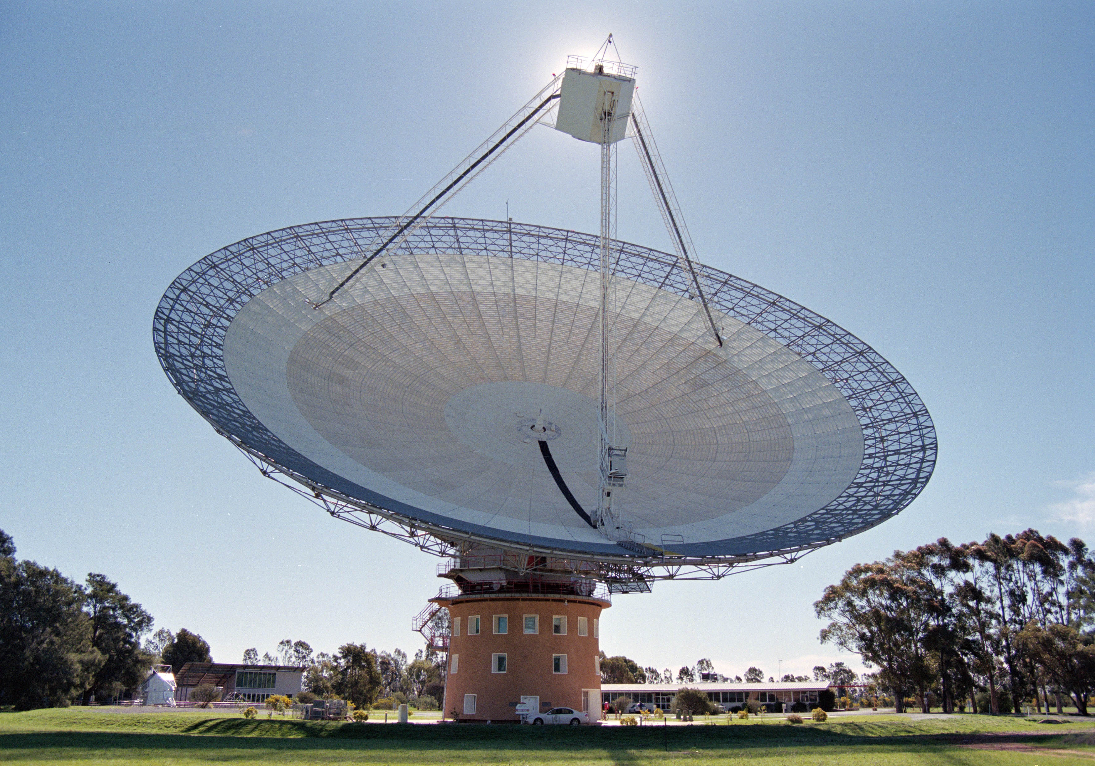 The Parkes telescope: hunting for gravitational waves. (Photo: John Sarkissian)
