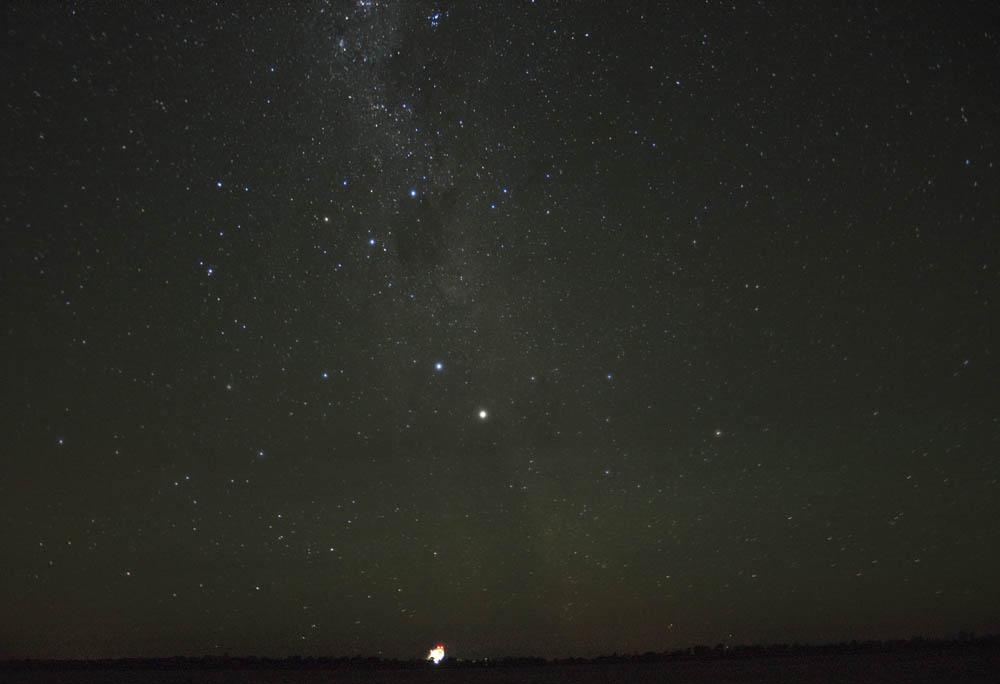 The skies above the Parkes Radio Telescope showing the nova in Centaurus. Photo: J.Sarkissian, CSIRO