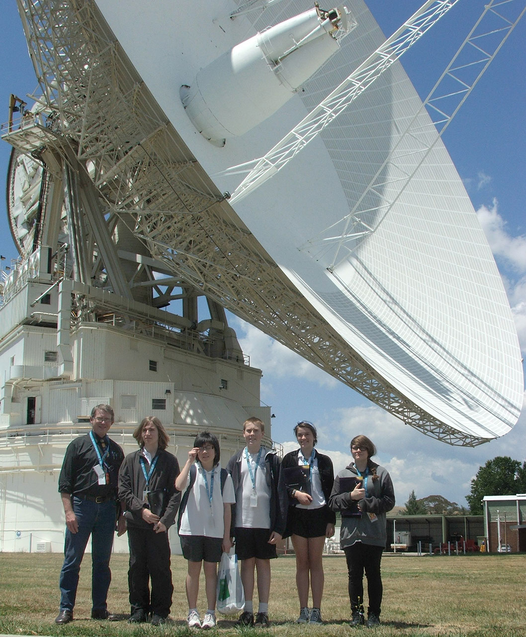 Students and their teacher from Melrose High School were ready to explore, posing in front of Deep Space Station 43 (70-metre antenan) at the CSIRO-NASA Canberra Deep Space Communication Complex.