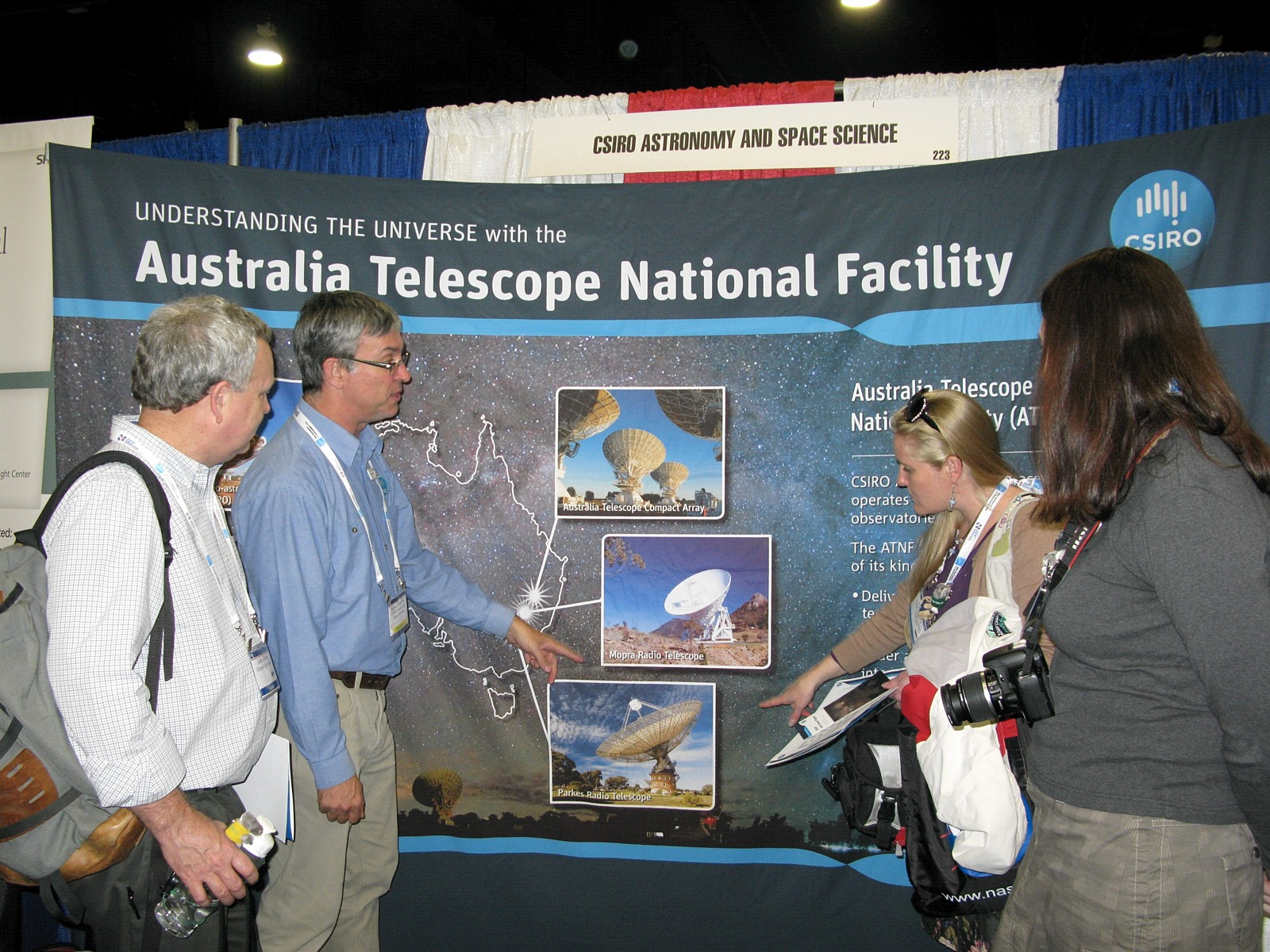 CASS Education Officer Rob Hollow talks to conference attendees about the Australia Telescope National Facility (ATNF).