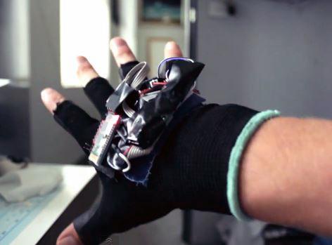 Jake's Swirlesque glove in action