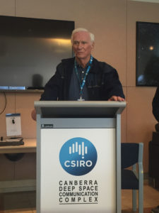 Astronaut Gene Cernan speaking to CSIRO staff at CDSCC.