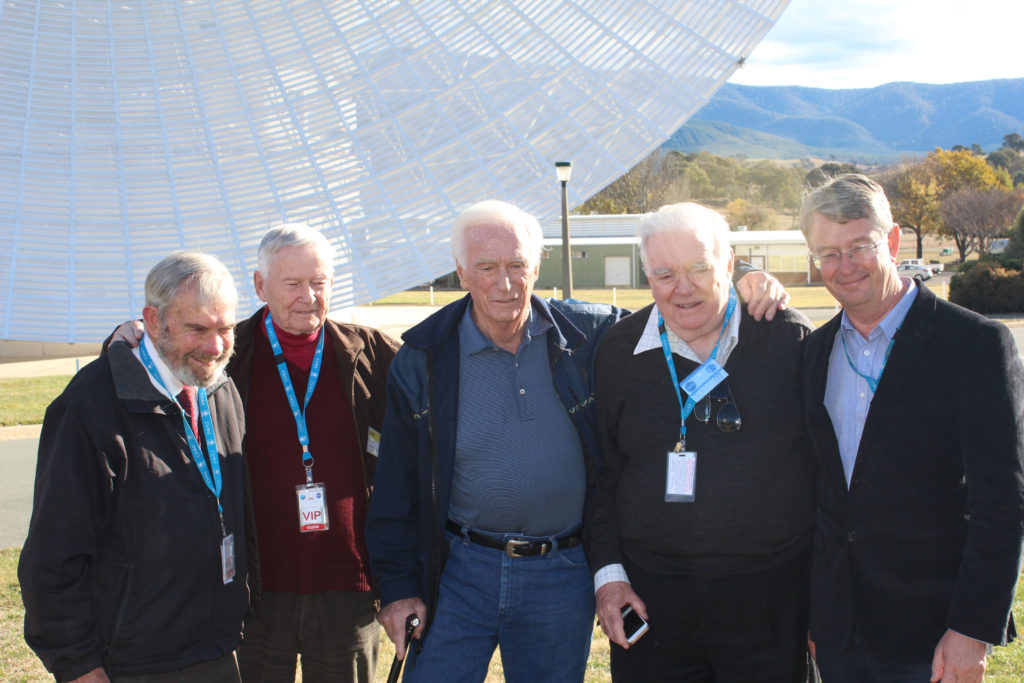 Hamish Lindsay, John Saxon, Gene Cernan, Mike Dinn and Ed Kruzins in front of DSS43.