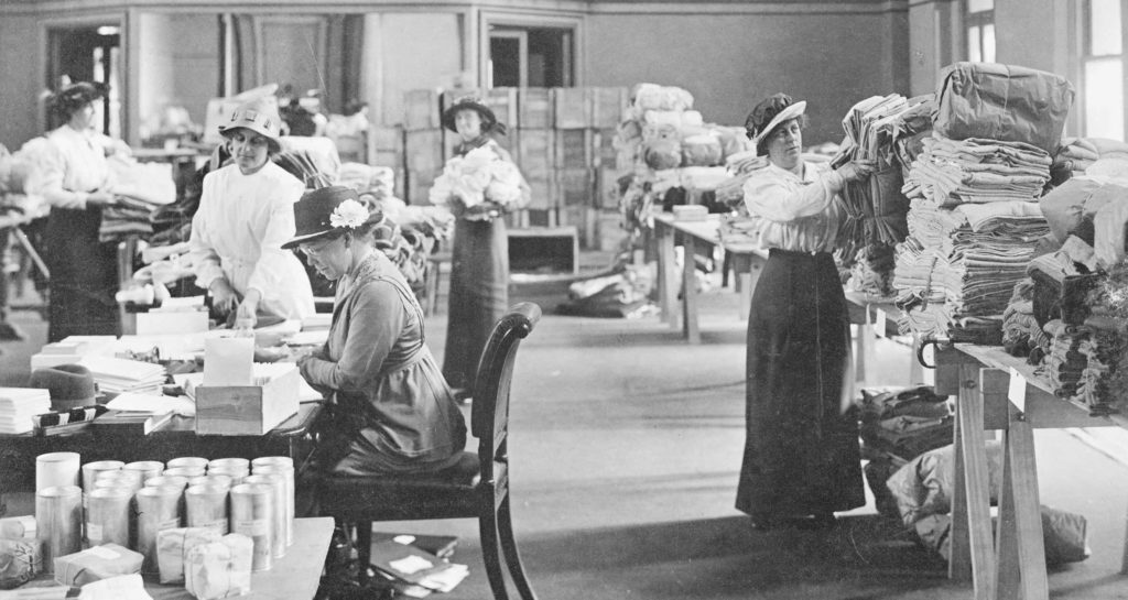 Volunteers packing parcels to be sent to the front, 1916.