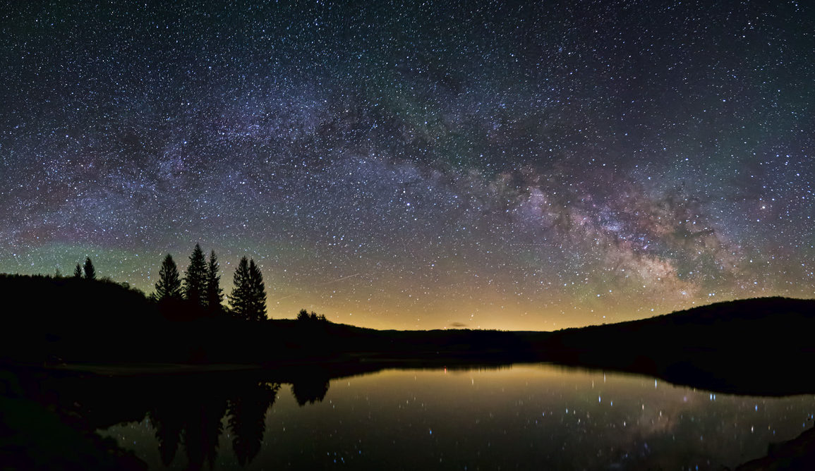 The Milky Way as seen from Earth. Flickr/Peter Ozdzynski , CC BY-SA