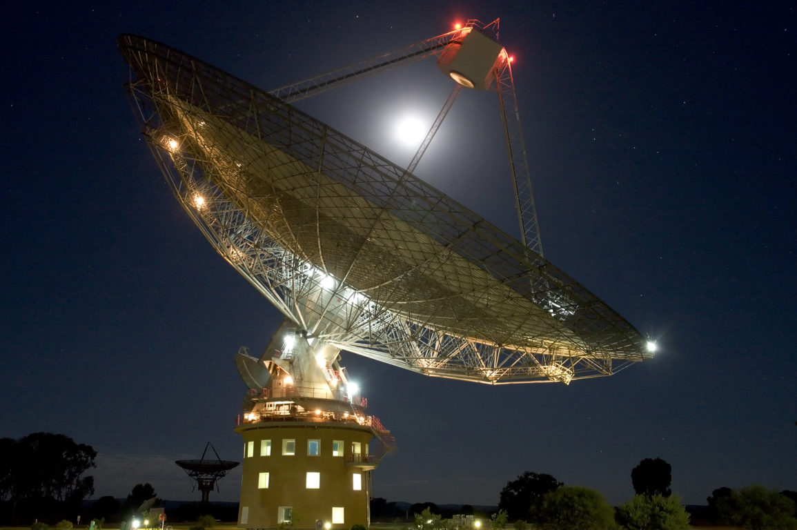CSIRO Parkes Radiotelescope pointed towards the night's sky.
