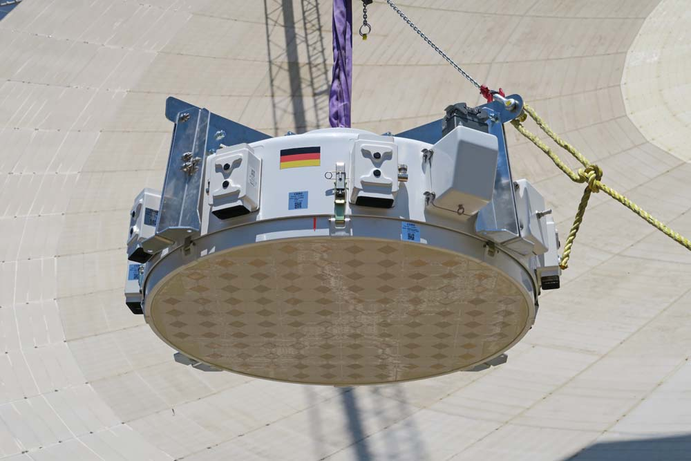 We designed and built a sophisticated receiver for Germany's Effelsberg telescope.