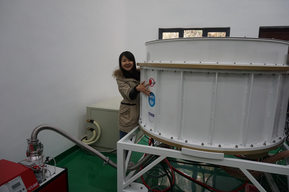 Ms Lei Zhang, a jointly supervised NAOC-CSIRO graduate student, with the CSIRO designed and built 19-beam receiver at the FAST site in China.