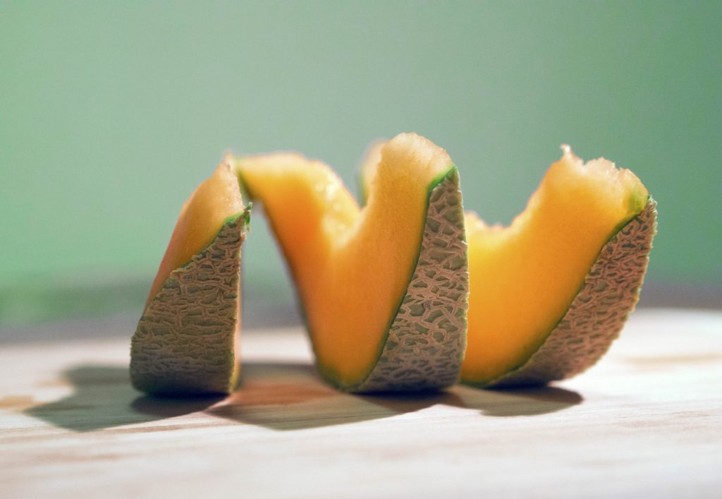 slices cantaloupe