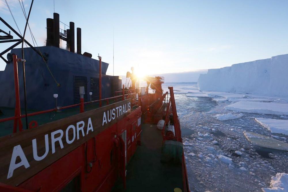 Aurora Australis at Totten Glacier