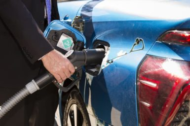 Fueling a car with hydrogen