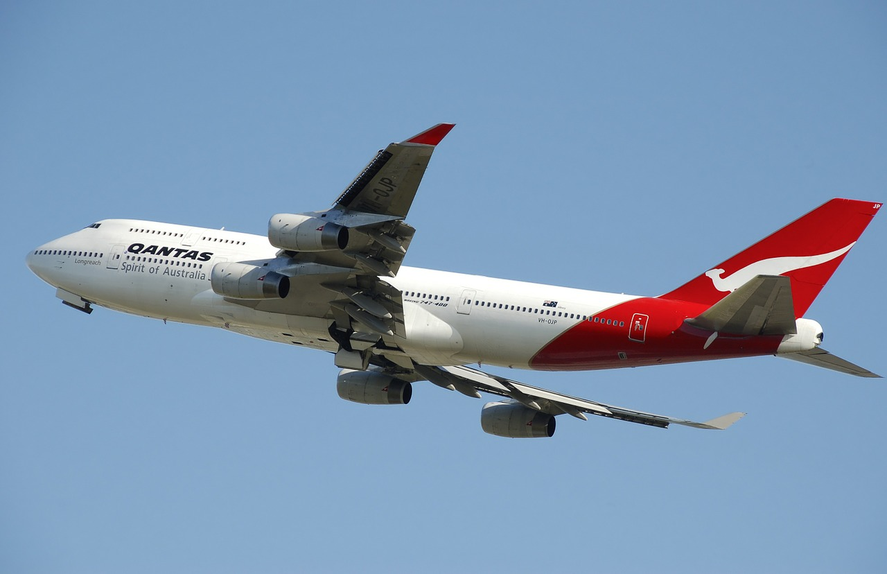 qantas boeing aeroplane in flight