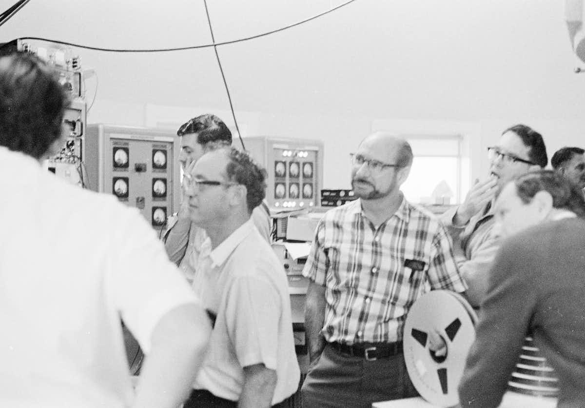 NASA and CSIRO staff at the Parkes radio telescope.