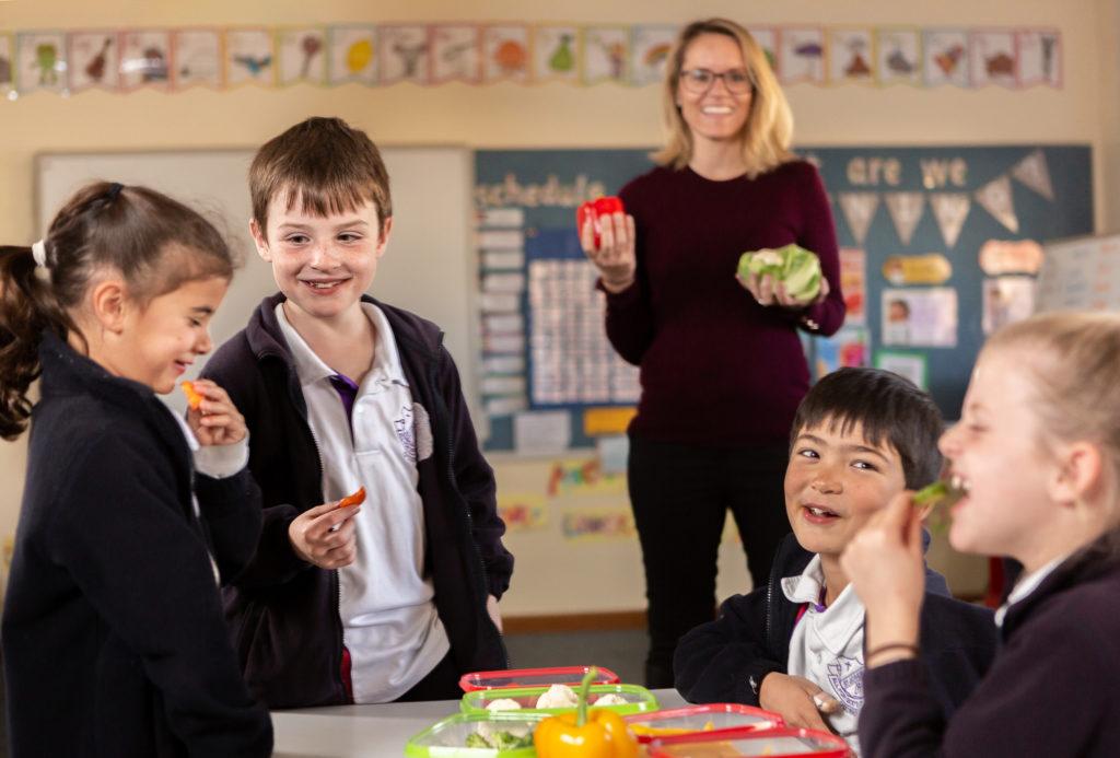 Kids and veggies for the Taste & Learn program