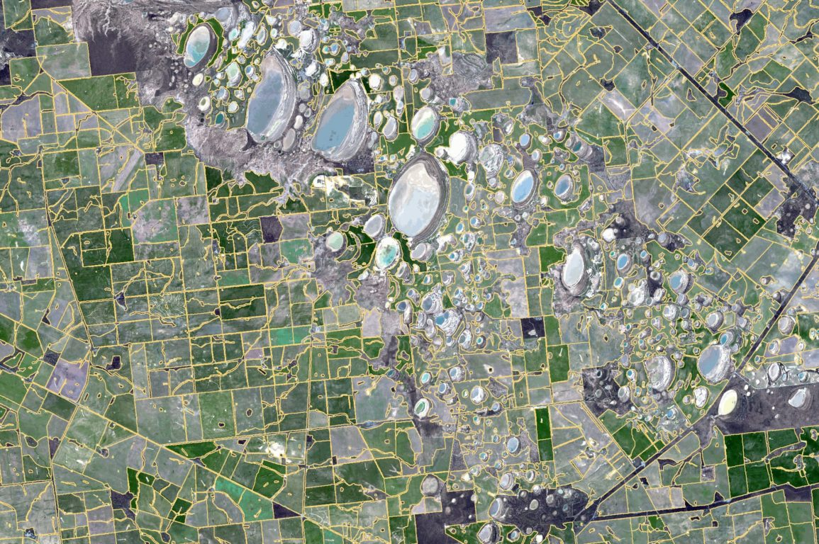 Satellite image of paddocks in Western Australia overlaid with boundaries as identified with our new tech.