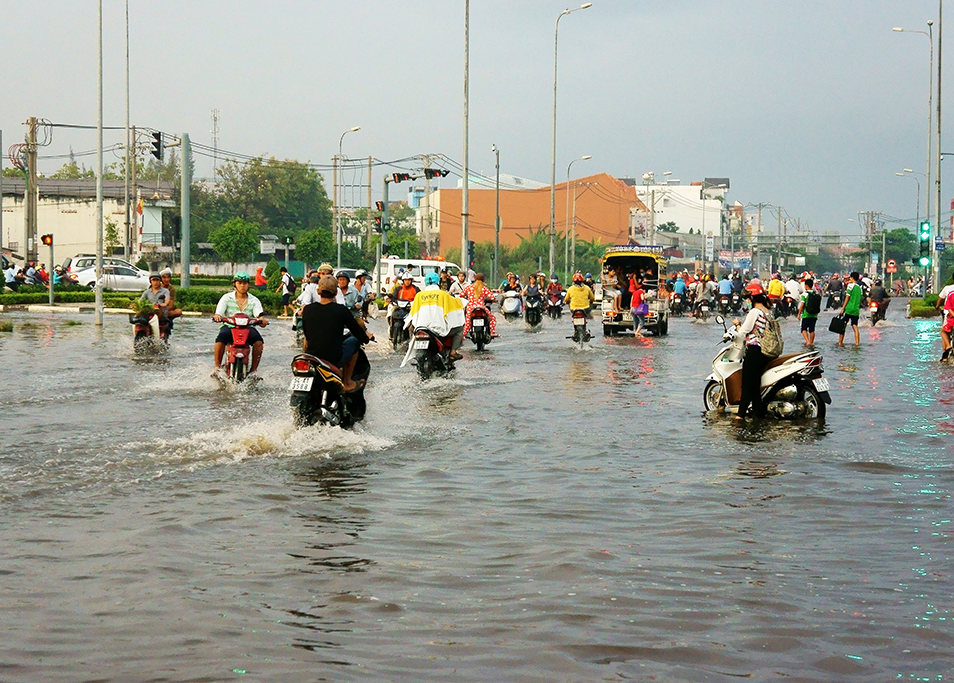 One of Vietnam's environmental challenges is flooding. This picture shows residents in Ho Chi Minh City travelling through the streets on motorbikes on a day of flooding in the city.
