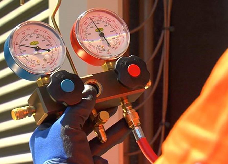 Close up image of a pressure gauge